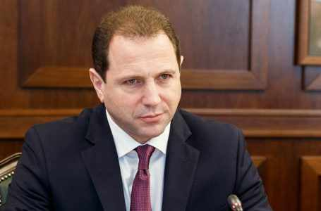 Министр Тоноян и глава делегации МККК обсудили проблему заложников в Азербайджане