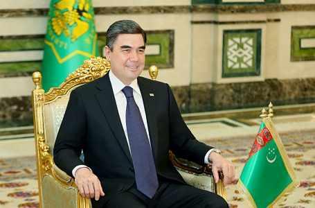 Президент Туркменистана поздравил соотечественников с Днём Конституции и Государственного флага