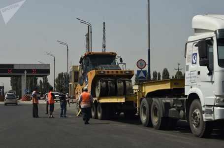 По сообщениям, граждане Кыргызстана препятствуют восстановлению дороги Исфара-Ворух