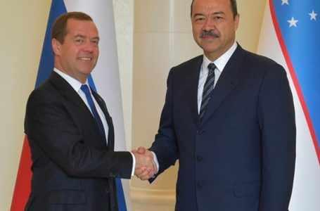 Арипов и Медведев провели телефонные переговоры