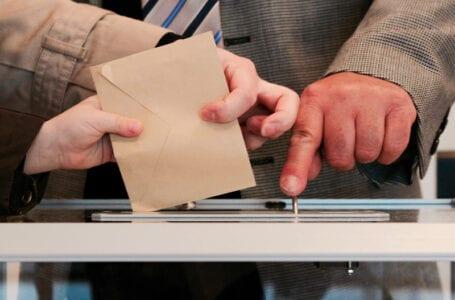 Кыргызстан: парламент проголосовал за приостановку выборов до завершения конституционной реформы
