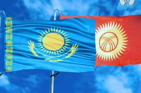 Глава Кыргызстана приветствовал экс-президента Казахстана